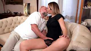 Abb� rams blonde's young pussy apropos merciless XXX cam scenes